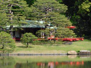 六義園にある池