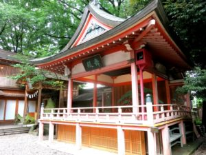 秋の紅葉も美しい川越氷川神社の舞殿