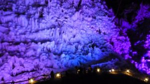 ライトアップされた芦ヶ久保の氷柱