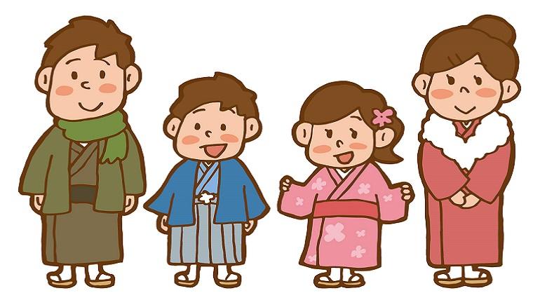 初詣に行く家族