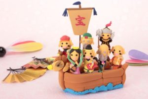 舟に乗った七福神の人形